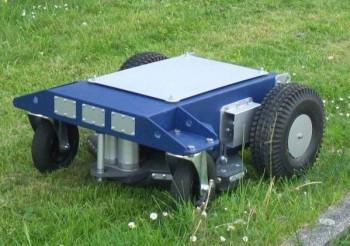 cu mower ferngesteuerter elektro rasenm her cu mower roboterm her ulrichc de. Black Bedroom Furniture Sets. Home Design Ideas